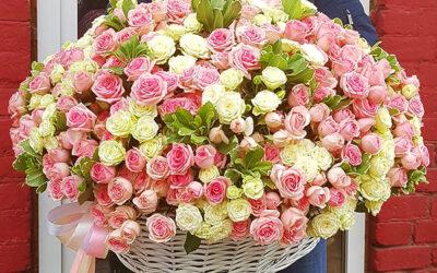 Корзина с кустовыми розами